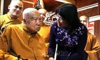Vizestaatspräsidentin Dang Thi Ngoc Thinh gratuliert zum Vesak in Dong Nai