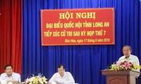 Vizepremierminister Truong Hoa Binh trifft Wähler im Kreis Duc Hoa in Long An