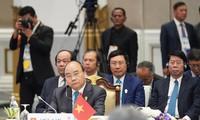 Premierminister Nguyen Xuan Phuc nimmt an Plenarsitzung des 34. ASEAN-Gipfels teil