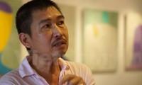 Maler Le Thiet Cuong stellt seine Stahlstühle-Sammlung aus