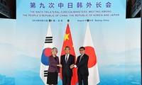 Bilaterale Treffen am Rande der Außenministerkonferenz Chinas, Japans und Südkoreas