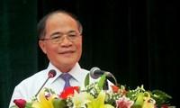 Ketua Majelis Nasional, Nguyen Sinh Hung menghadiri Pesta Persatuan seluruh Bangsa di provinsi Hung Yen