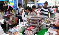 """Pesta buku """"Hanoi – kota demi perdamaian"""""""