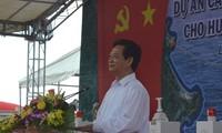 PM Vietnam, Nguyen Tan Dung menghadiri acara peresmian proyek pemasokan listrik dari jaringan listrik nasional ke pulau Ly Son (Quang Ngai)