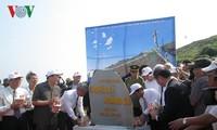 """Acara menempatkan batu untuk membangun Tugu Monumen """"Prajurit Hoang Sa"""""""