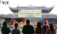 Ribuan wisatawan berwisata di banyak daerah di seluruh Vietnam pada Hari Raya Tet