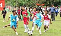 Sepak bola untuk kalangan masyarakat dan 15 tahun penggelaran Proyek FFAV di Provinsi Thua Thien Hue
