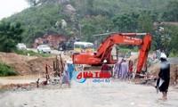 Daerah-daerah di Viet Nam berupaya membantu warga mengatasi akibat hujan dan taufan