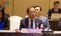 Membangun Komunitas ASEAN yang menuju ke rakyat dan tanpa senjata nuklir