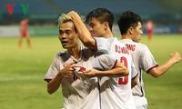 PM Nguyen Xuan Phuc menyemangati skuat sepak bola Viet Nam