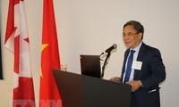 """Simposium """"Kesempatan-kesempatan dagang dan investasi yang baru di Viet Nam"""" yang diselenggarakan di Kanada"""