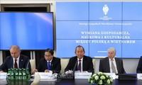 Deputi PM Viet Nam, Truong Hoa Binh menghadiri dan berpidato di Lokakarya Kerjasama Ekonomi Viet Nam-Polandia