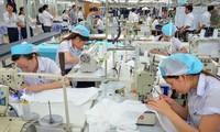 คาดว่า มูลค่าการส่งออกสิ่งทอและเสื้อผ้าสำเร็จรูปของเวียดนามในปี2018จะบรรลุ3หมื่น5พันล้านดอลลาร์สหรัฐ