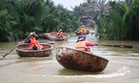 Круглые лодки в городе Хойан
