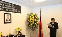 В Постоянной миссии Вьетнама при ООН открыта траурная книга в связи со смертью президента Чан Дай Куанга