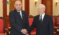 Глава Компартии Вьетнама принял китайскую и кубинскую делегации