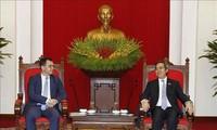 Нгуен Ван Бинь принял министра экономики, торговли и деловой среды Румынии