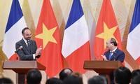 17 документов о сотрудничестве между Вьетнамом и Францией