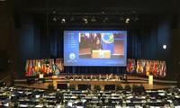 Вьетнам осуждает любое применение химического оружия