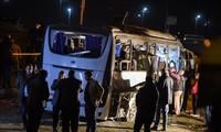 Многие страны мира осудили взрыв автобуса в Египте, в результате которого погибли вьетнамские туристы