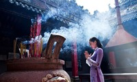 Ходить в пагоду в начале года – великолепная традиция в духовной жизни вьетнамцев