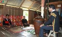 Своеобразный обряд поклонения духу сосуда у народности Эде в провинции Даклак