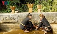 Среди представителей народности Эде популярен культовый обряд у родника