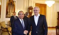 Премьер-министр Вьетнама Нгуен Суан Фук нанёс визит председателю Палаты депутатов Румынии Ливиу Драгне