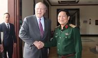 Делегация американских сенаторов совершает визит во Вьетнам