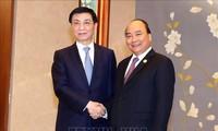 Премьер-министр Вьетнама встретился с членом Постоянного комитета Политбюро ЦК Компартии Китая
