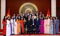 Нгуен Суан Фук посетил посольство Вьетнама в Китае
