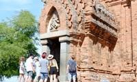 Молодые эмигранты посетили объекты культурного наследия народности Тям в провинции Ниньтхуан