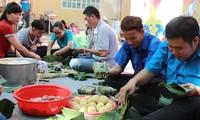 Thành phố Hồ Chí Minh tặng quà tết cho thanh niên khuyết tật