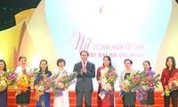 Chủ tịch nước dự chương trình giao lưu Nữ doanh nhân Việt Nam thời đại Hồ Chí Minh
