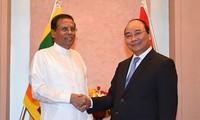 Thủ tướng Nguyễn Xuân Phúc gặp gỡ, tiếp xúc song phương bên lề Hội nghị Thượng đỉnh G7 mở rộng