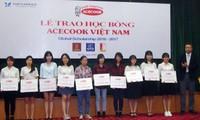 60 sinh viên xuất sắc nhận học bổng của Acecook Việt Nam trị giá 30.000 USD