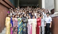 Vững nhịp cầu nối Việt Nam và bạn bè quốc tế