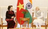 越南国会主席阮氏金银会见印度总统慕克吉