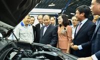 Thủ tướng Nguyễn Xuân Phúc thăm Nhà máy lắp ráp ô tô tại Ninh Bình