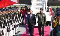 Thủ tướng đến Philippines bắt đầu chuyến tham dự Hội nghị cấp cao ASEAN lần thứ 30