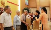 Chủ tịch Quốc hội gặp mặt Đoàn đại biểu Ban Thường vụ Tỉnh ủy Yên Bái qua các thời kỳ
