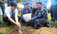 Lễ tiếp nhận đất thiêng từ Huyện đảo Trường Sa vào đàn Xã Tắc