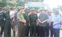 Phó Thủ tướng Chính phủ Trịnh Đình Dũng chỉ đạo công tác ứng phó với bão Doksuri