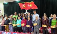 Phó Chủ tịch nước Đặng Thị Ngọc Thịnh thăm, tặng quà người dân tỉnh Quảng Nam