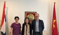 Đại sứ Ngô Thị Hòa tiếp Viện Giáo dục về Nước (IHE) Delft Hà Lan