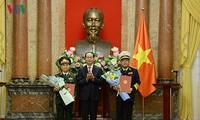 Chủ tịch nước Trần Đại Quang trao quyết định thăng quân hàm cho các sĩ quan cấp cao QĐND Việt Nam