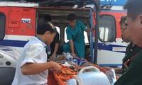 Cấp cứu kịp thời ngư dân bị nạn ở Trường Sa