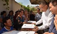 Cứu trợ đồng bào Việt kiều và người dân nghèo Campuchia bị ảnh hưởng do lũ lụt