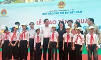 Gần 500 triệu đồng tặng trẻ em có hoàn cảnh khó khăn huyện Chương Mỹ, Hà Nội