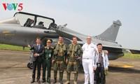 Đội hình bay của Không quân Pháp thăm Việt Nam